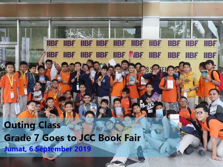 Outing Class – Grade 7 Goes to JCC Book Fair